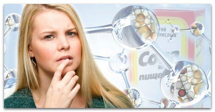 Женщина в раздумьях над химической формулой