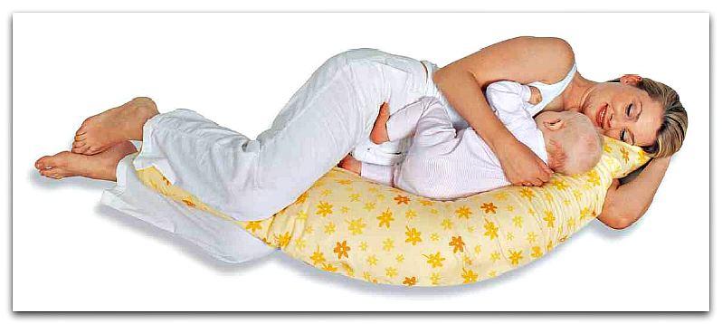 Женщина спит с ребенком