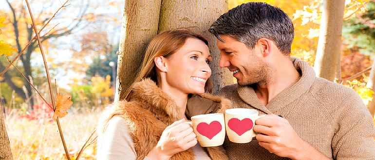 Влюбленная пара в годах