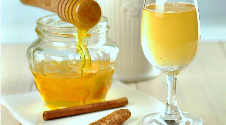 Напиток из меда и яблочного уксуса