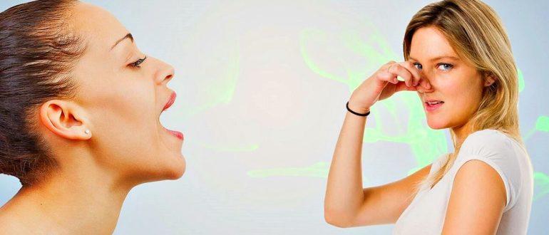 У девушки воняет изо рта