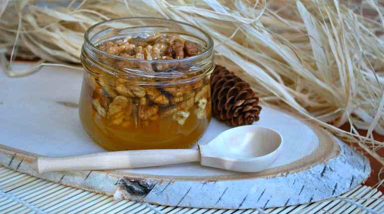 Мед, орехи, шишки