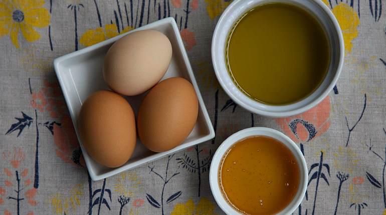 Куриное яйцо и мед от комедонов